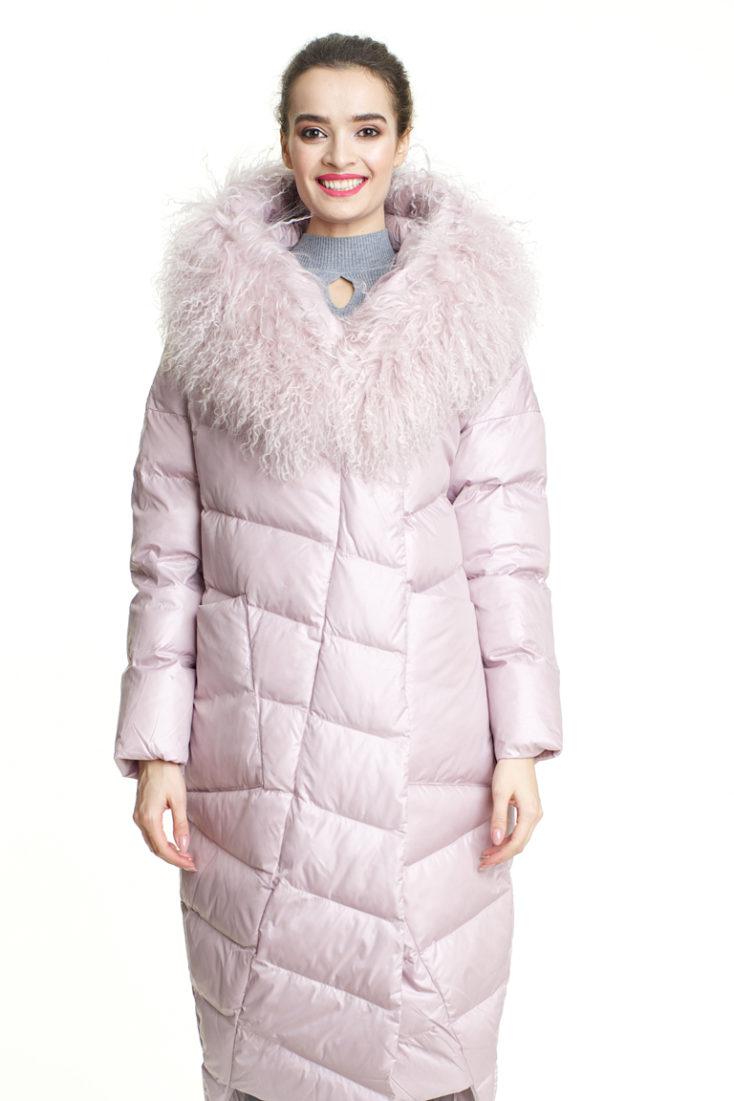 Пуховик нежно розовый с меховой отделкой 181